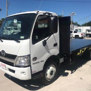 2022 HINO 195 Flatbed Truck